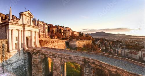 Obraz Bergamo, Porta san Giacomo, ancient door to the upper town of Bergamo, Italy - fototapety do salonu