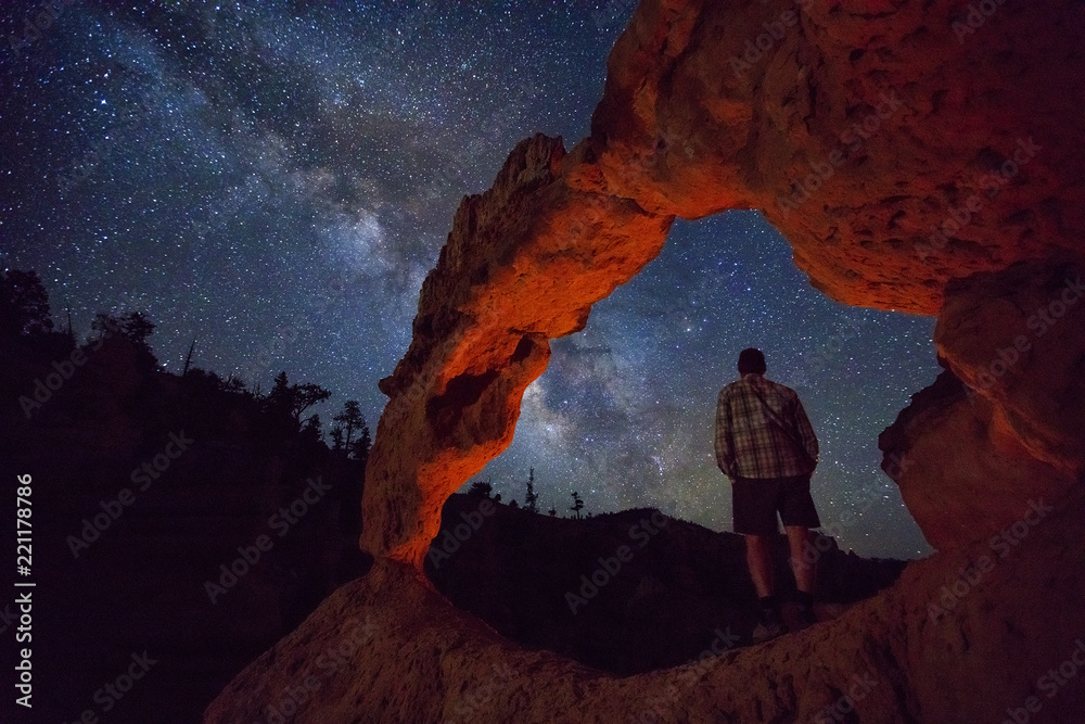 Fototapety, obrazy: Man under and arch in the Utah desert at night, USA.
