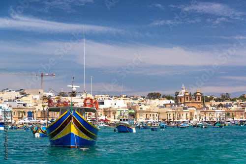 Tuinposter Poort Colorful Boats in Marsaxlokk