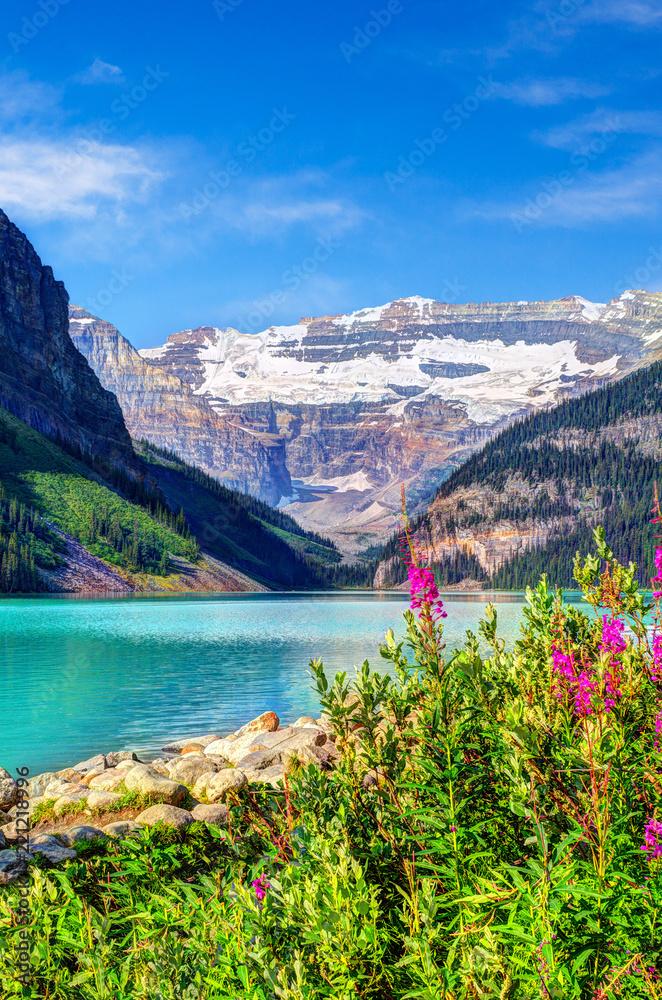Fototapeta Lake Louise With Mount Victoria Glacier in Banff National Park