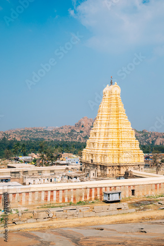 Foto op Plexiglas Bedehuis Sri Virupaksha temple from Hemakuta hill in Hampi, India
