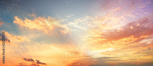 Fotografia Background of colorful sky concept: Dramatic sunset with twilight color sky and