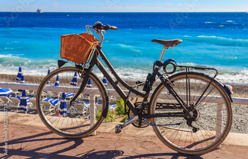 Fotobehang Fiets Bicycle on Promenade des Anglais with the Mediterranean sea in the background in Nice France