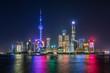 canvas print picture - Shanghai bei Nacht: die moderne Skyline der hell beleuchteten Skyline der Metropole