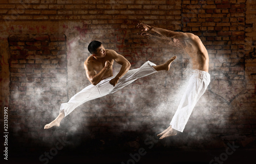 Photographie  Two male karate fighting