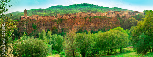 Castellfullit de la roca, Spanish town in the province of Gerona