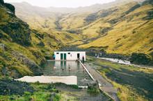 Secret Swimming Pool In The Va...