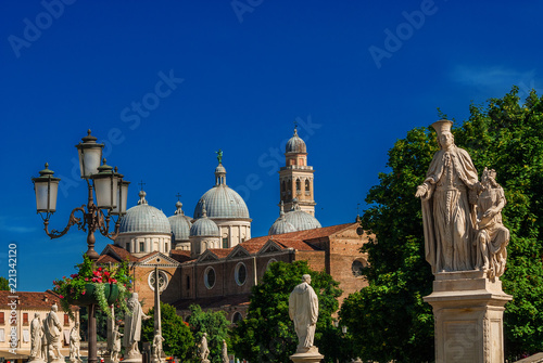 Stampa su Tela Prato della Valle (Lawn of the Valley) Square in Padua, with ancient statues, gardens and Abbey of St