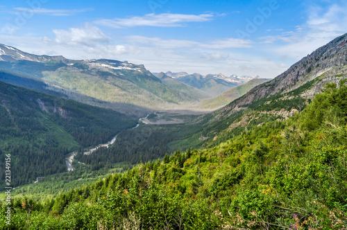Fotografia, Obraz  A River Runs Through a Mountain Valley in Montana's Glacier National Park