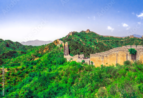 Poster Chinese Muur The Great Wall Jinshanling section with green trees in a sunny day, Beijing, China