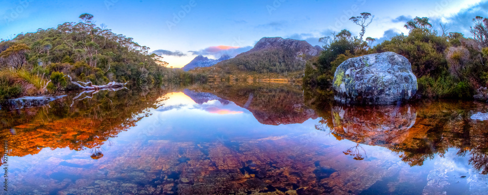 Fototapety, obrazy: A very still evening over the iconic Cradle Mountain