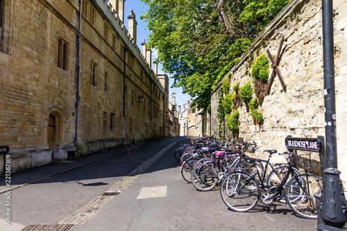 Obraz na plátně Brasenose Lane street outside Oxford University College
