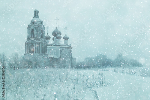 Foto auf AluDibond Licht blau Old Orthodox Church in the winter landscape