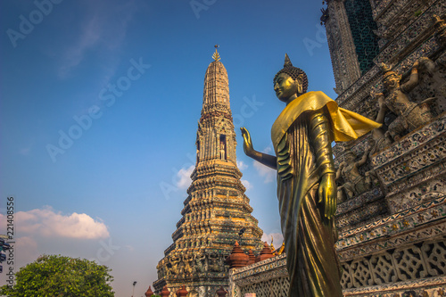 Keuken foto achterwand Bedehuis Bangkok - October 14, 2014: Golden Buddha statue in Wat Arun, the Temple of Dawn, in Bangkok, Thailand