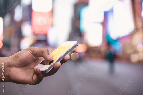 Photo  American woman reading message on the smart phone in Time square,