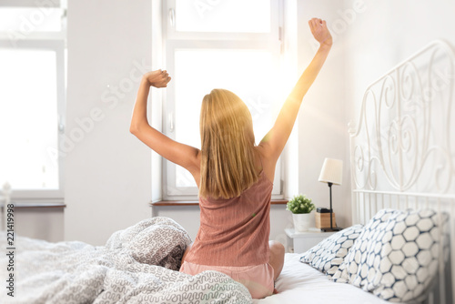 Fotografie, Obraz  Woman wakes up at sunrise