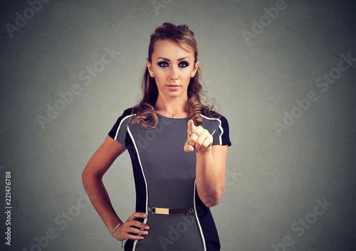 Photo  Serious woman pointing at camera