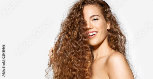 Fotografía Portrait of happy young woman smiling on camera on white background