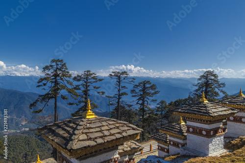 Fotografia  108 Memorial Chortens of Dochula Pass in Thimphu, Bhutan