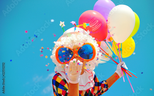 Tuinposter Carnaval funny clown with balloons