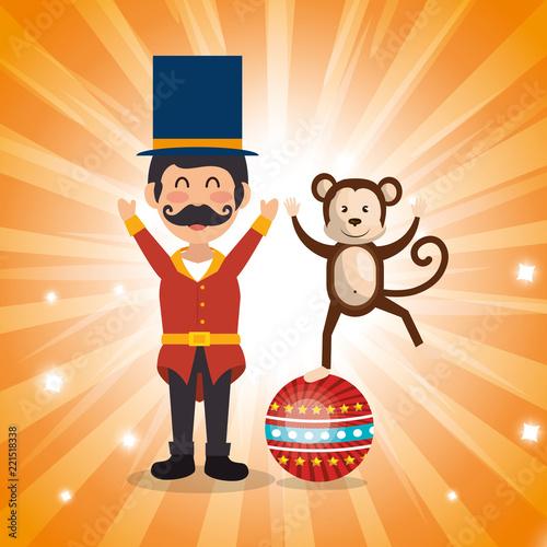 Photo  circus presenter with monkey