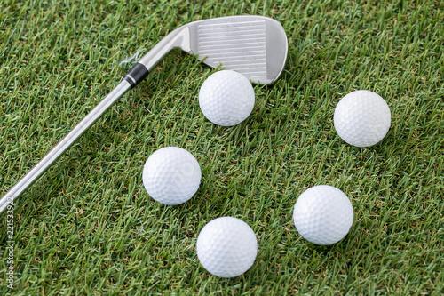ゴルフクラブ(アイアン)とゴルフボール