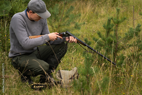 Fotobehang Jacht Hunter with hunting rifle
