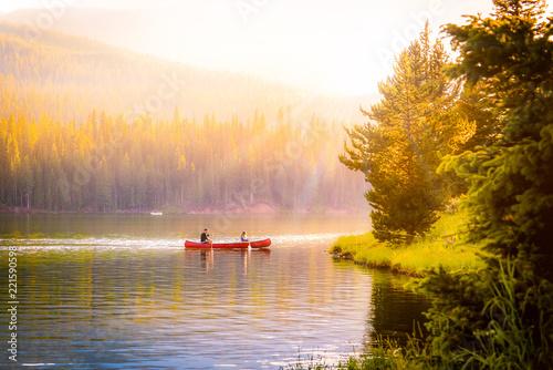 Valokuvatapetti couple in a canoe on a mountain lake during autumn.