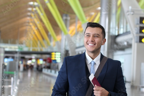 Fotomural  Foreign businessman happy with his legal work permit