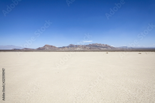 Papiers peints Secheresse Silurian dry mud flat lake bed near Death Valley in California's vast Mojave desert.