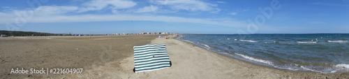 Panoramique : plage et Méditerranée à Port-la-Nouvelle, Aude, Languedoc, Occitanie, France.