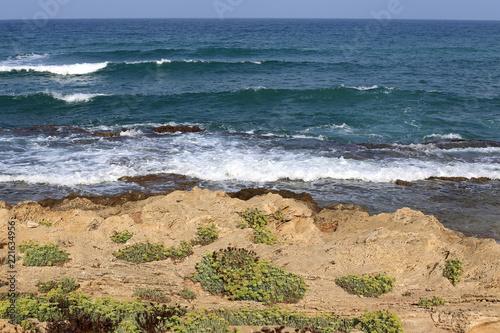 берег Средиземного моря на севере Израиля