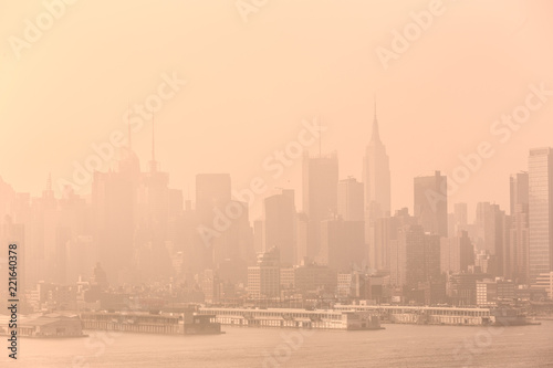 Spoed Foto op Canvas New York City New York City midtown Manhattan skyline panorama view from Boulevard East Old Glory Park over Hudson River on a misty morning.