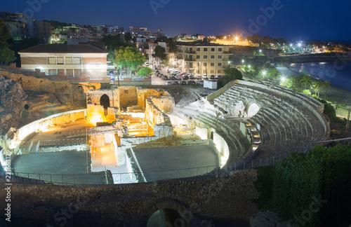 Billede på lærred ancient Roman amphitheater  in night time. Tarragona, Spain