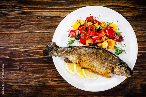 Obraz na płótnie Fish dish - roast trout with vegetables