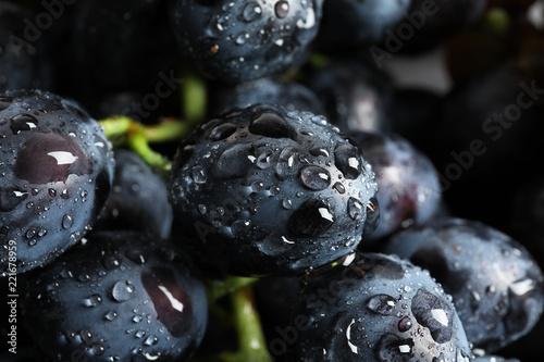 Türaufkleber Makrofotografie Bunch of fresh ripe juicy grapes as background, closeup