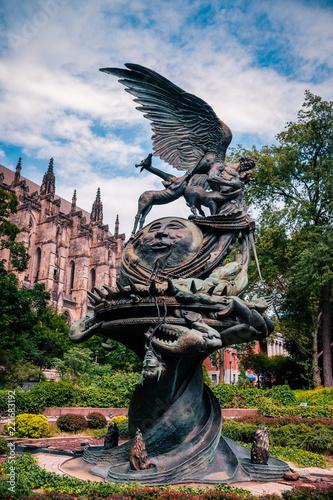 "Fotografie, Obraz  NEW YORK: statue near St.John cathedral the ""Peace fountain"""