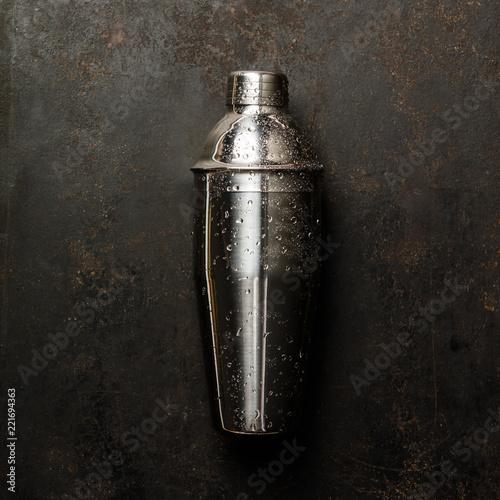 Fotografia  Cocktail shaker, flat lay