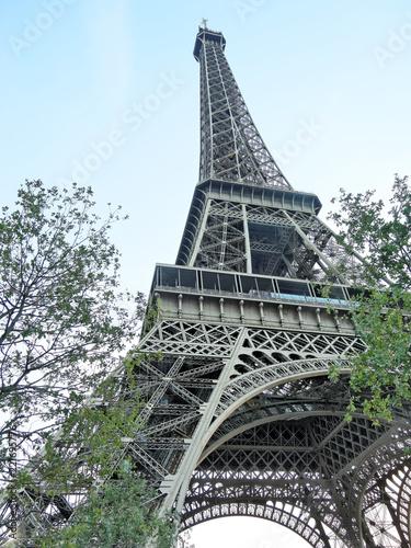 Deurstickers Eiffeltoren The Eiffel Tower at dusk in Paris, France.