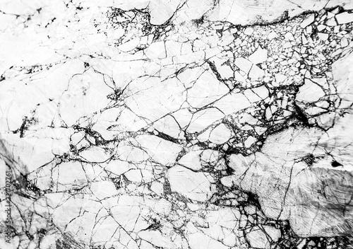 kamienna-marmurowa-sciana-z-kontrastowym-wzorem