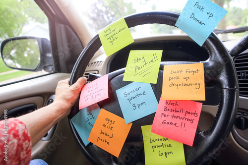 Pinturas sobre lienzo  Steering wheel covered in notes as a reminder of errands to do