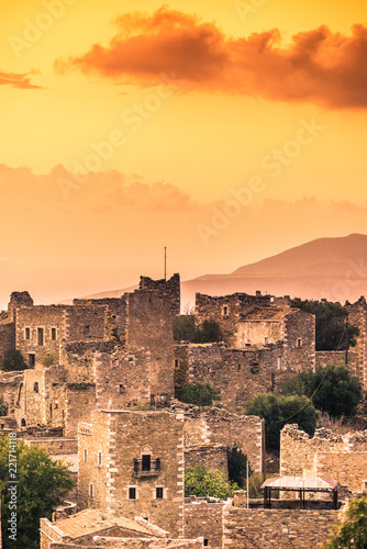 Papiers peints Con. ancienne Tower houses in Vathia at sunset Greece Mani Peninsula