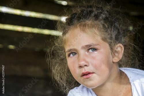 Fotografía  A little girl is crying, a tear rolls down her cheek.