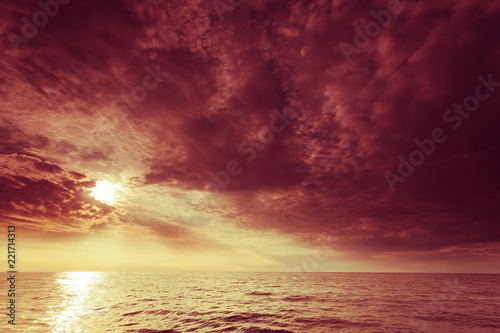 Poster Bordeaux Baltic sea sunset horizon and cloudy sky