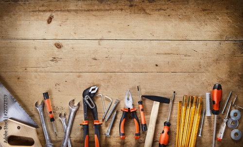 Obraz Rustic border over wood of assorted hand tools - fototapety do salonu