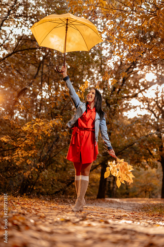 Slika na platnu Playfull Women With Umbrella