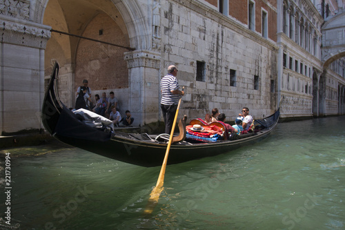 Foto op Plexiglas Venetie VENICE, ITALY - AUGUST 29, 2018: Traditional narrow canal street with gondolas and old houses in Venice, Italy.