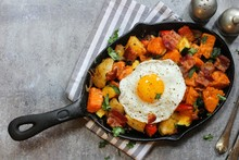 Skillet Breakfast Hash With Po...