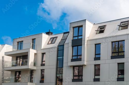 Obraz Nowoczesny blok mieszkaniowy, Sopot - fototapety do salonu