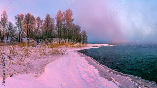 Foto auf AluDibond Flieder Colorful dawn on the river. Winter frosty dawn. Trees in the hoarfrost. Hoarfrost on the river. North of Russia.